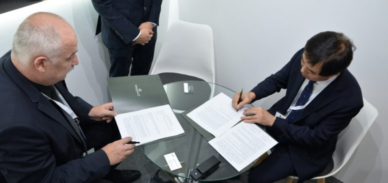 Signing the agreement between Pagacz Defence Group and LS Mtron