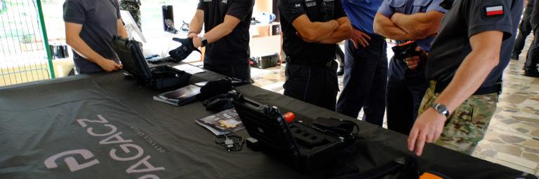 Funkcjonariusze SW poznają nowości oferowanego wyposażenia