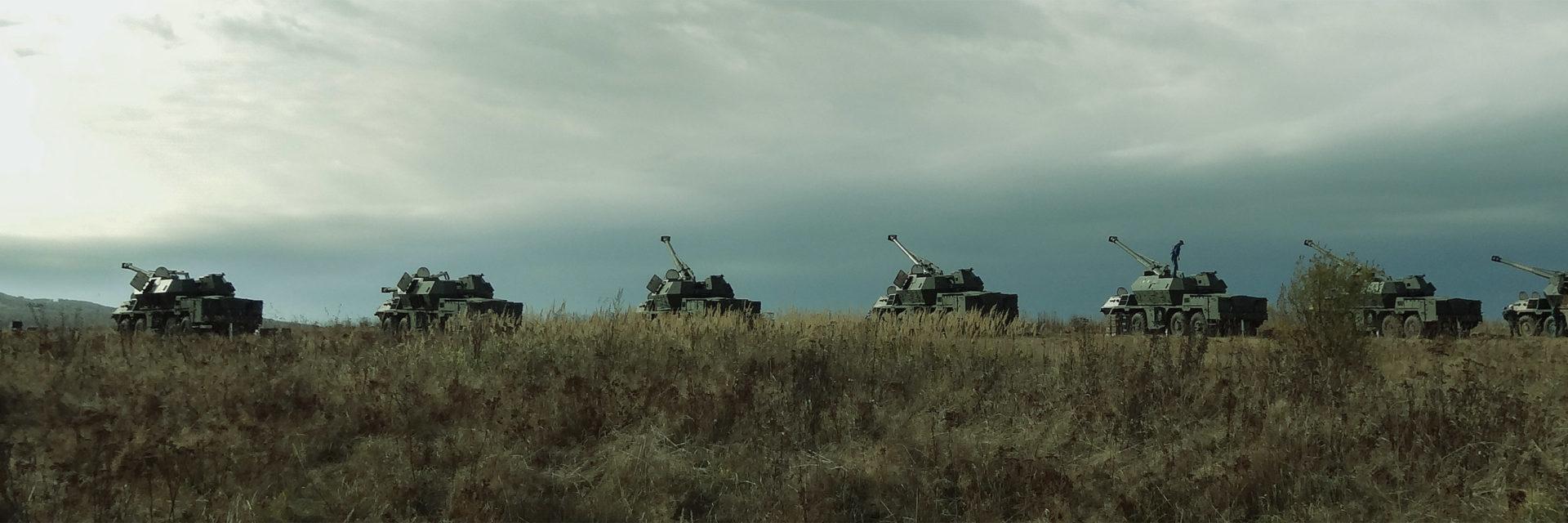 Kolumna pojazdów opancerzonych (panorama)