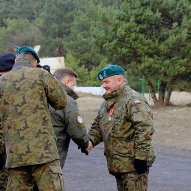 Dekoracja odznaczeniem pułkownika Waldemara Janiaka
