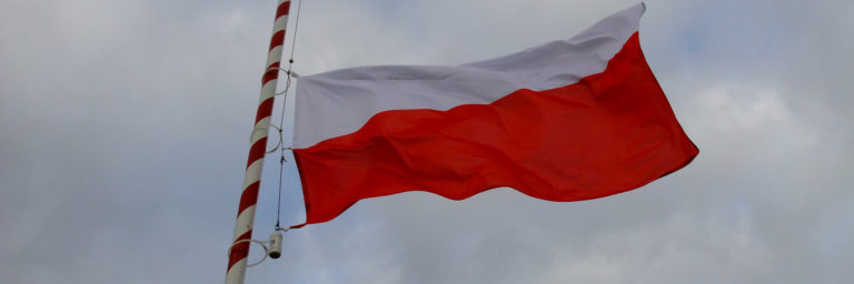 Flaga państwowa wędruje na maszt
